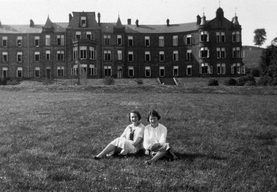 Two young women outside Ochil Hills Convalescent Hospital